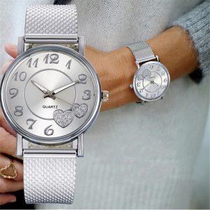 Montre pour femmes élégant Relogio le dernier haut à la mode dames maille ceinture montre sauvage dame créative mode cadeau Relogio Feminino