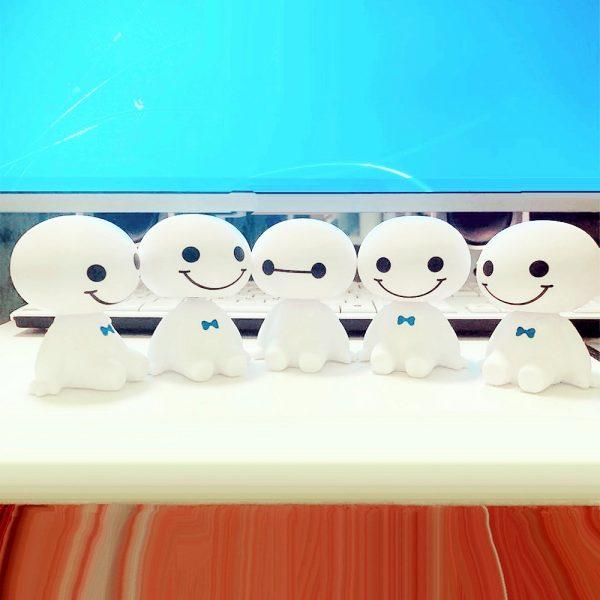 Cartoon Plastic Cute Shaking Head Robot Toys Doll Automotive Decoration Auto Interior Dashboard Bobble Head Toys Car Ornament