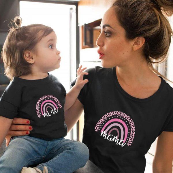 Famille Arc-En-Ciel Vêtements Assortis T-shirt Mère Et Fille Vêtement Mignon Lettre impression T-shirt enfants bébé fille garçons décontracté T-shirt